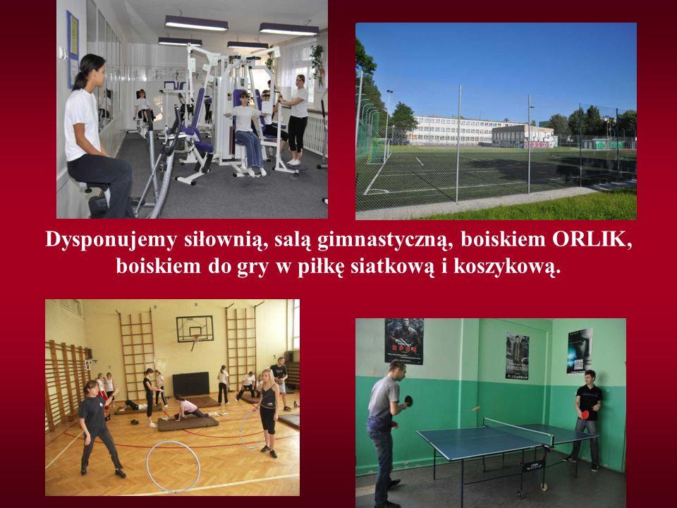 Dysponujemy siłownią, salą gimnastyczną, boiskiem ORLIK, boiskiem do gry w piłkę siatkową i koszykową.