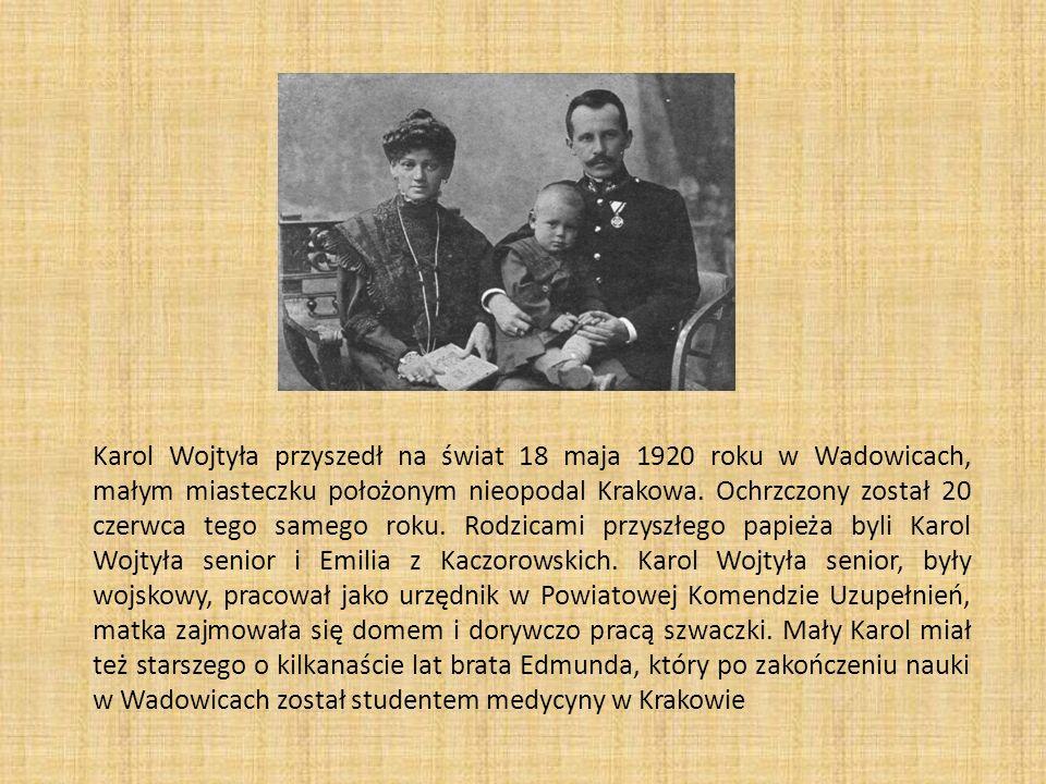 Karol Wojtyła przyszedł na świat 18 maja 1920 roku w Wadowicach, małym miasteczku położonym nieopodal Krakowa. Ochrzczony został 20 czerwca tego sameg