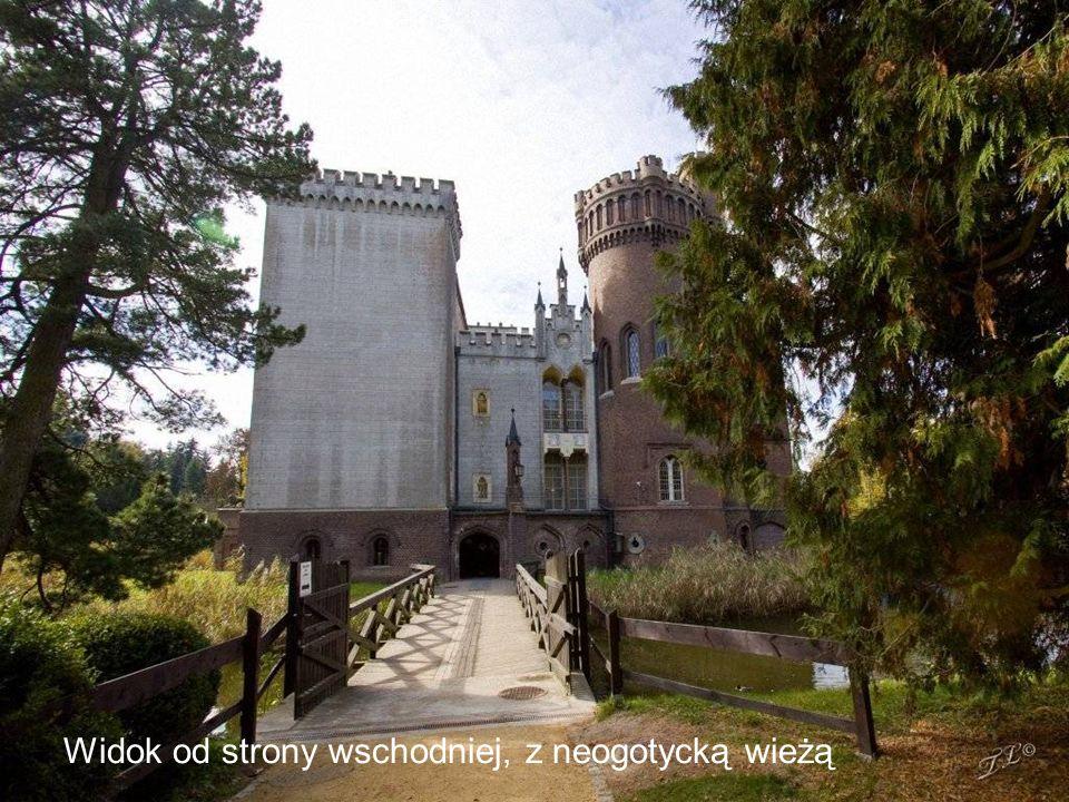 Widok od strony wschodniej, z neogotycką wieżą