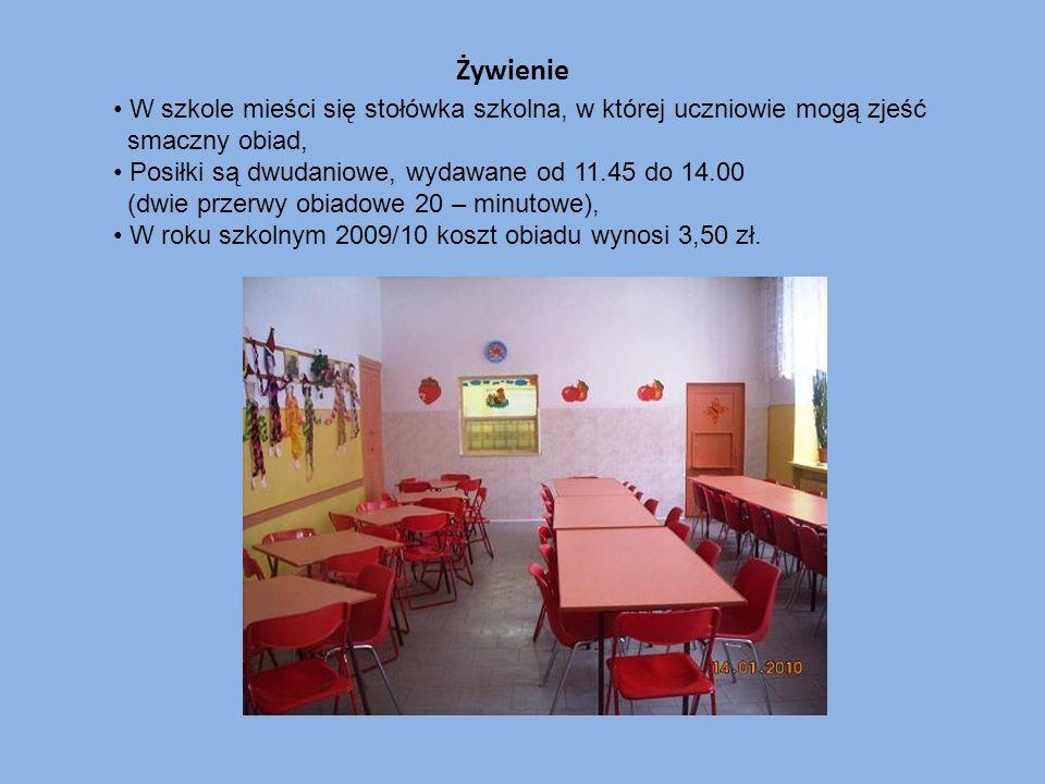 Żywienie W szkole mieści się stołówka szkolna, w której uczniowie mogą zjeść smaczny obiad, Posiłki są dwudaniowe, wydawane od 11.45 do 14.00 (dwie pr