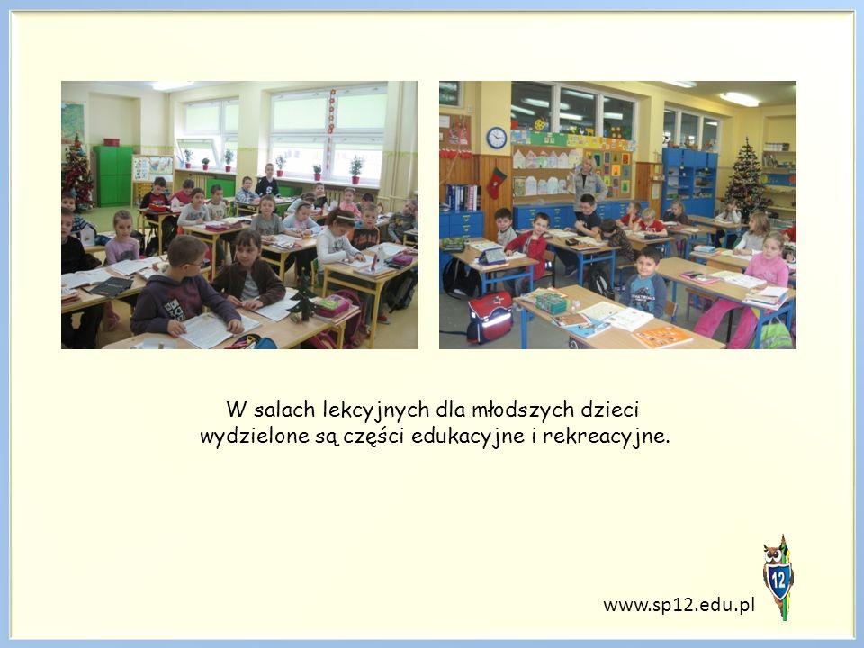 W salach lekcyjnych dla młodszych dzieci wydzielone są części edukacyjne i rekreacyjne.