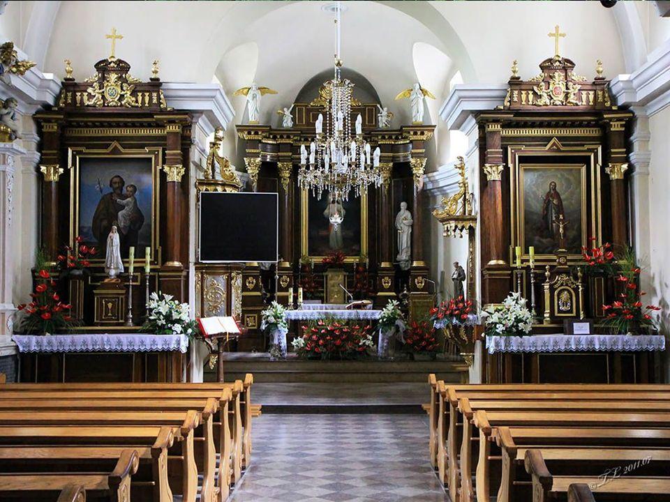 Świątki przed kościołem parafialnym p.w. św. Jana Chrzciciela