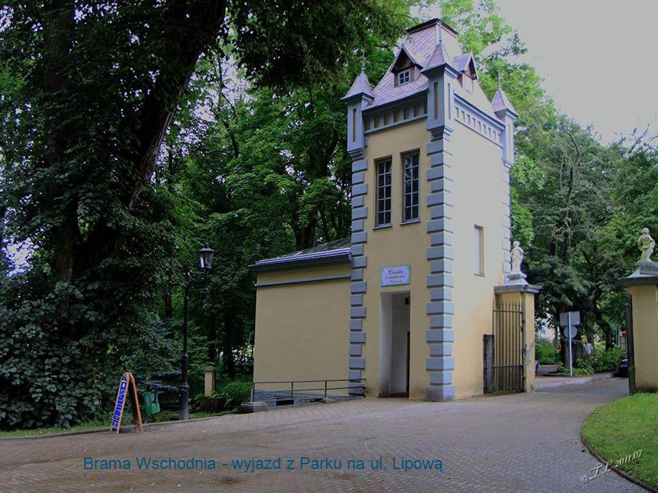 Obelisk Papieski Brama Wschodnia - wyjazd z Parku na ul. Lipową