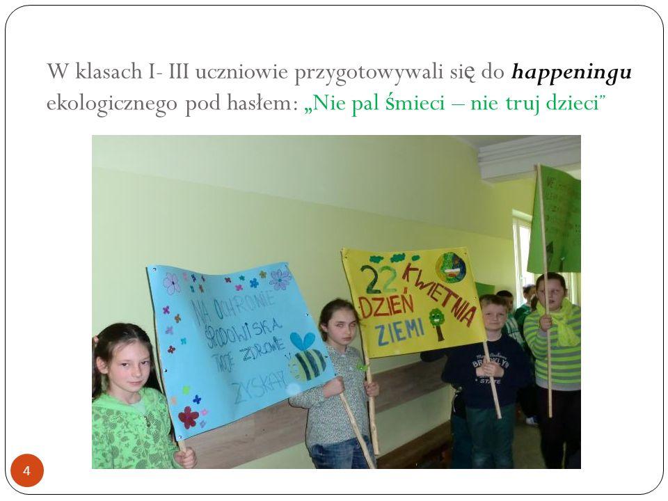 """W klasach I- III uczniowie przygotowywali si ę do happeningu ekologicznego pod hasłem: """"Nie pal ś mieci – nie truj dzieci 4"""