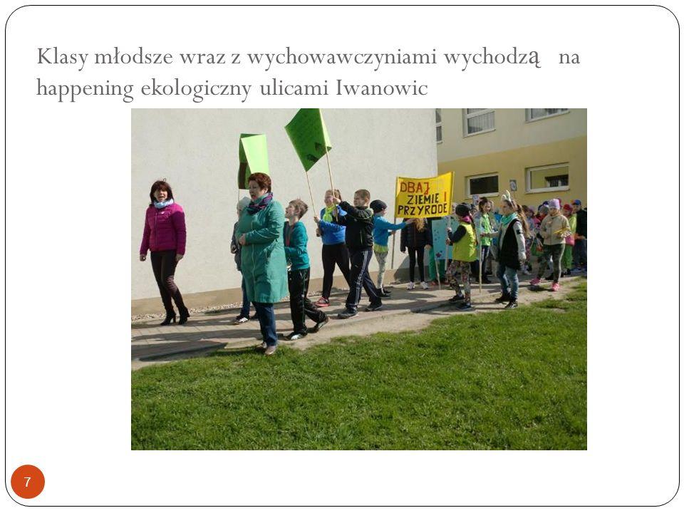 Klasy młodsze wraz z wychowawczyniami wychodz ą na happening ekologiczny ulicami Iwanowic 7