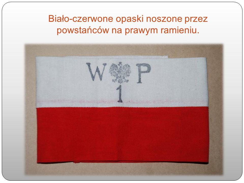 Biało-czerwone opaski noszone przez powstańców na prawym ramieniu.