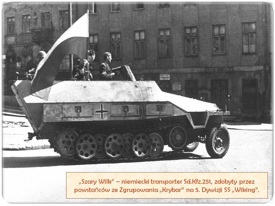 """""""Szary Wilk"""" – niemiecki transporter Sd.Kfz.251, zdobyty przez powsta ń ców ze Zgrupowania """"Krybar"""" na 5. Dywizji SS """"Wiking""""."""