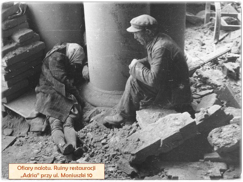 """Ofiary nalotu. Ruiny restauracji """"Adria"""" przy ul. Moniuszki 10"""