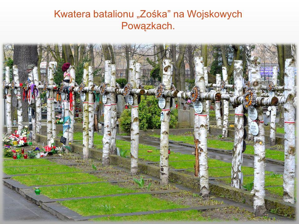 """Kwatera batalionu """"Zośka"""" na Wojskowych Powązkach."""
