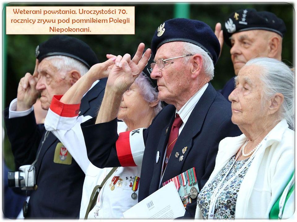 Weterani powstania. Uroczysto ś ci 70. rocznicy zrywu pod pomnikiem Polegli Niepokonani.