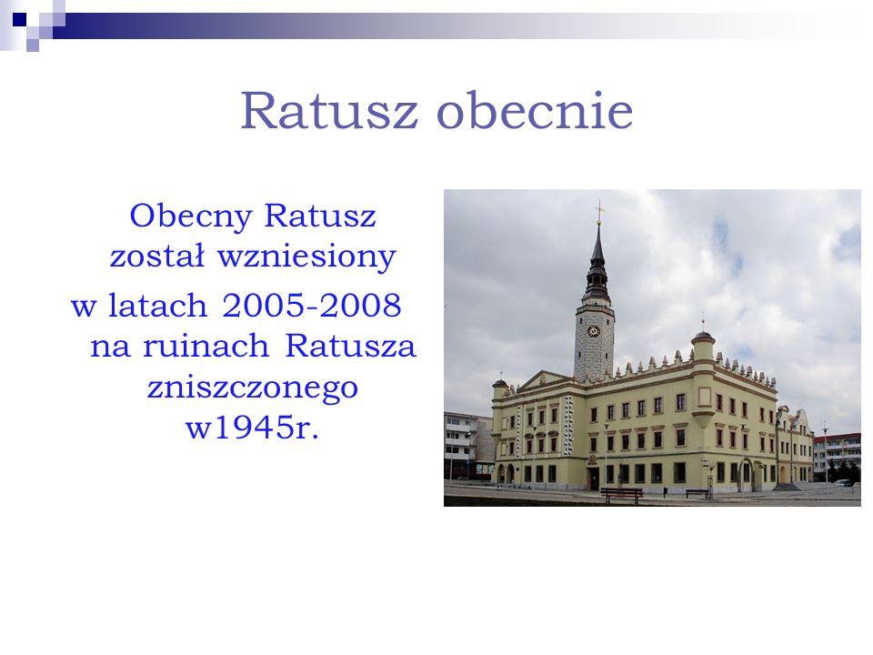 Ratusz obecnie Obecny Ratusz został wzniesiony w latach 2005-2008 na ruinach Ratusza zniszczonego w1945r.