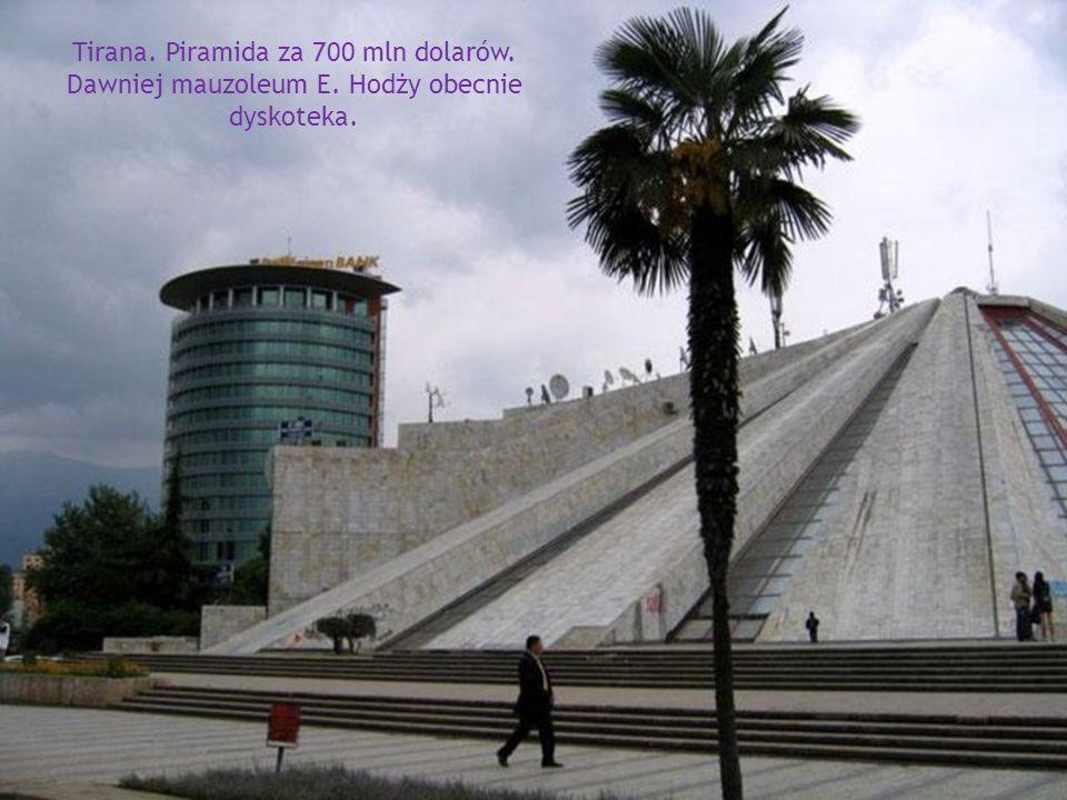 Tirana. Plac Skanderbega