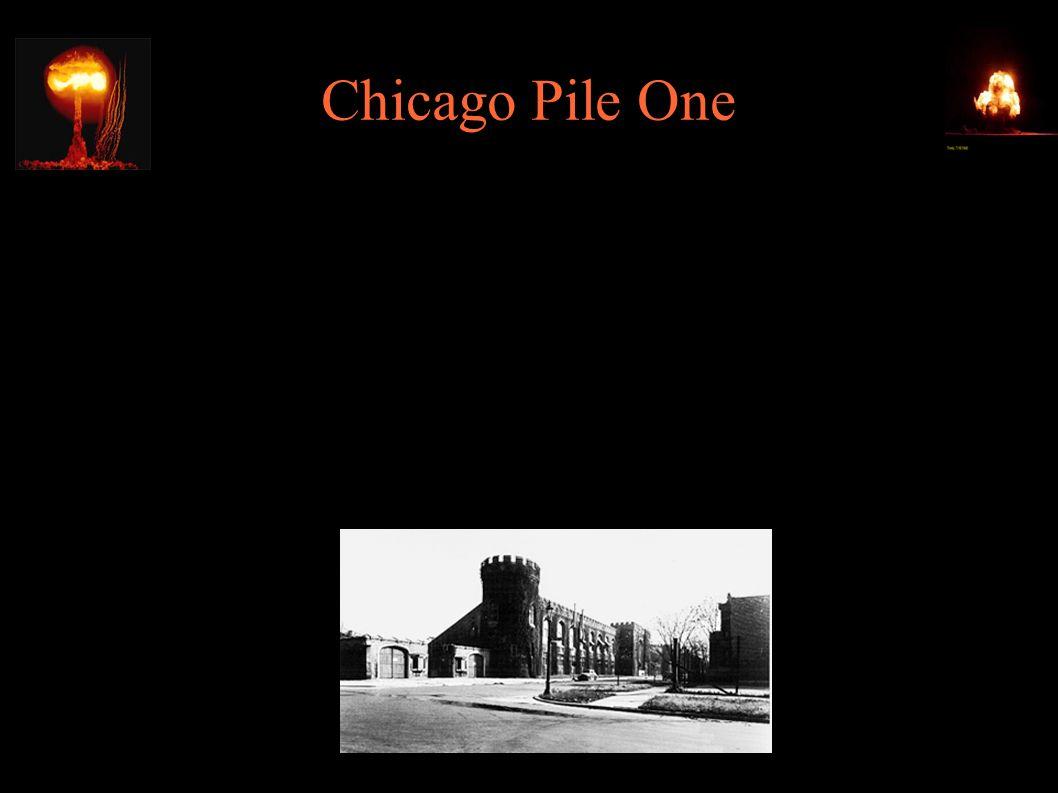 Chicago Pile One ● 1938 – Enrico Fermi otrzymuje Nagrodę Nobla i emigruje do USA (Columbia Univ.) ● 1940 – 6000$ od Uranium Committee ● 04.1942 - budowa CP-1 w Chicago Univ.