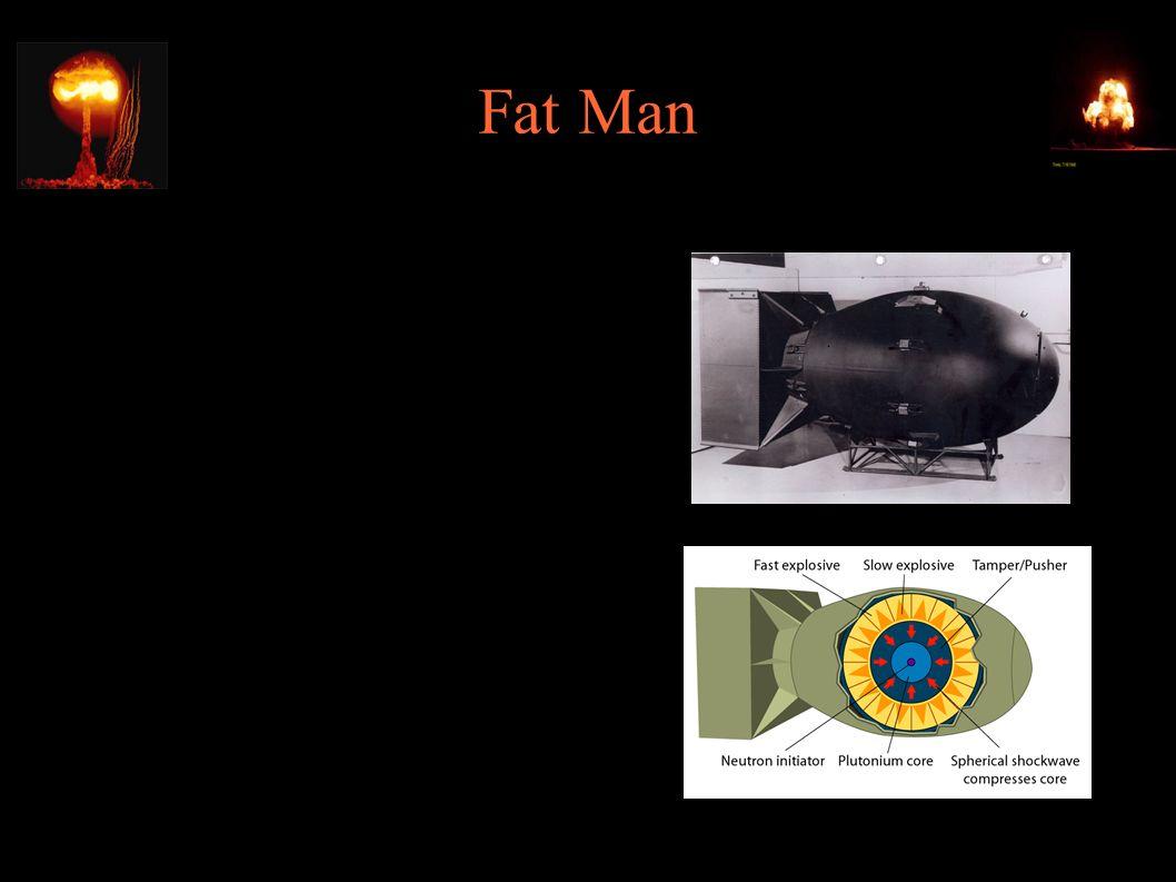 """Fat Man ● Bomba typu implozyjnego, 6.2kg plutonu ● 2.3m dł., 1.5m średnicy, 4630kg wagi ● 9.08.1945, 11:01 – zrzucona na Nagasaki (zamiast na Kokurę) z B-29 """"Bockscar (płk."""