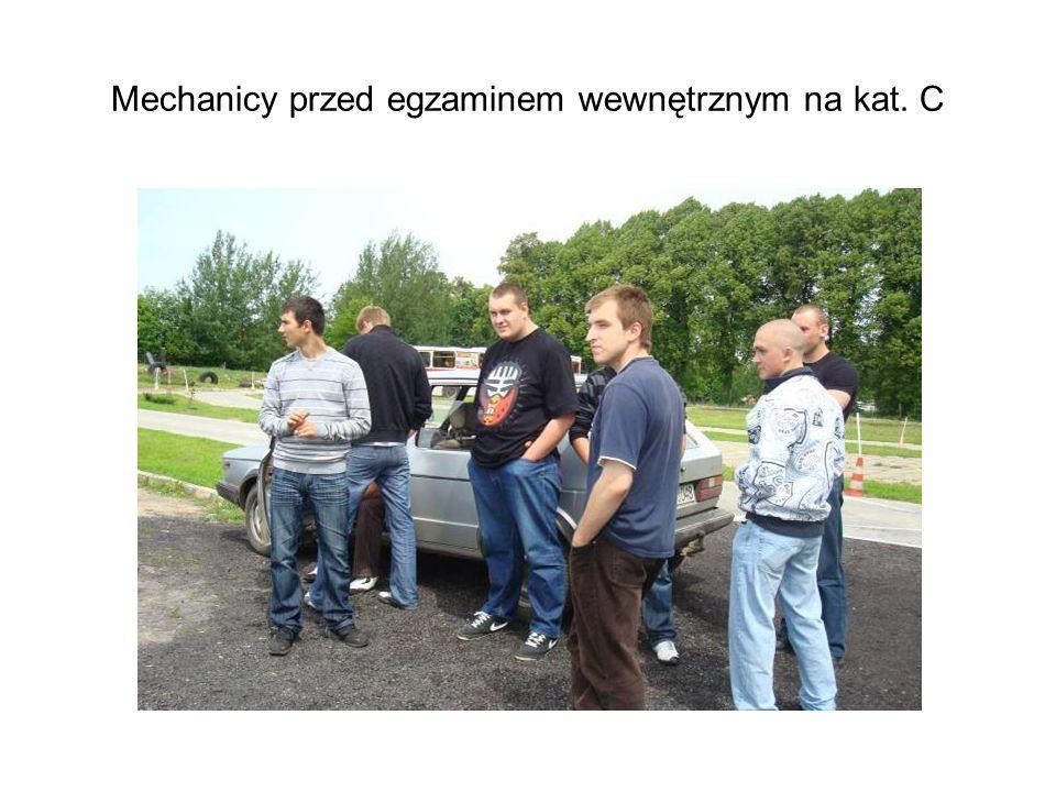 Mechanicy przed egzaminem wewnętrznym na kat. C