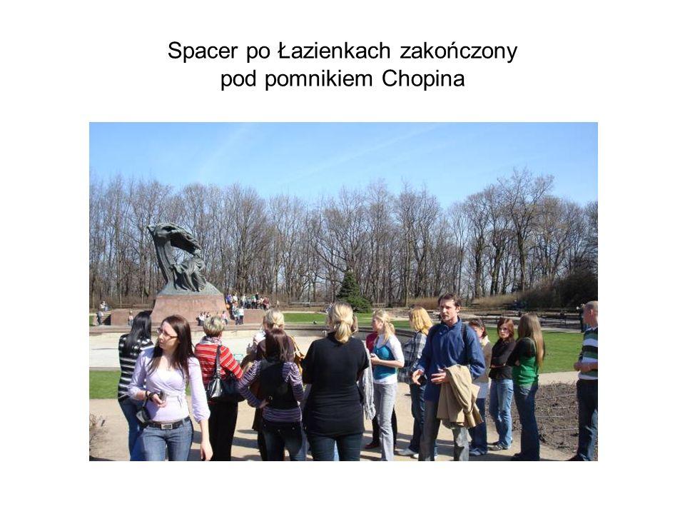 Spacer po Łazienkach zakończony pod pomnikiem Chopina