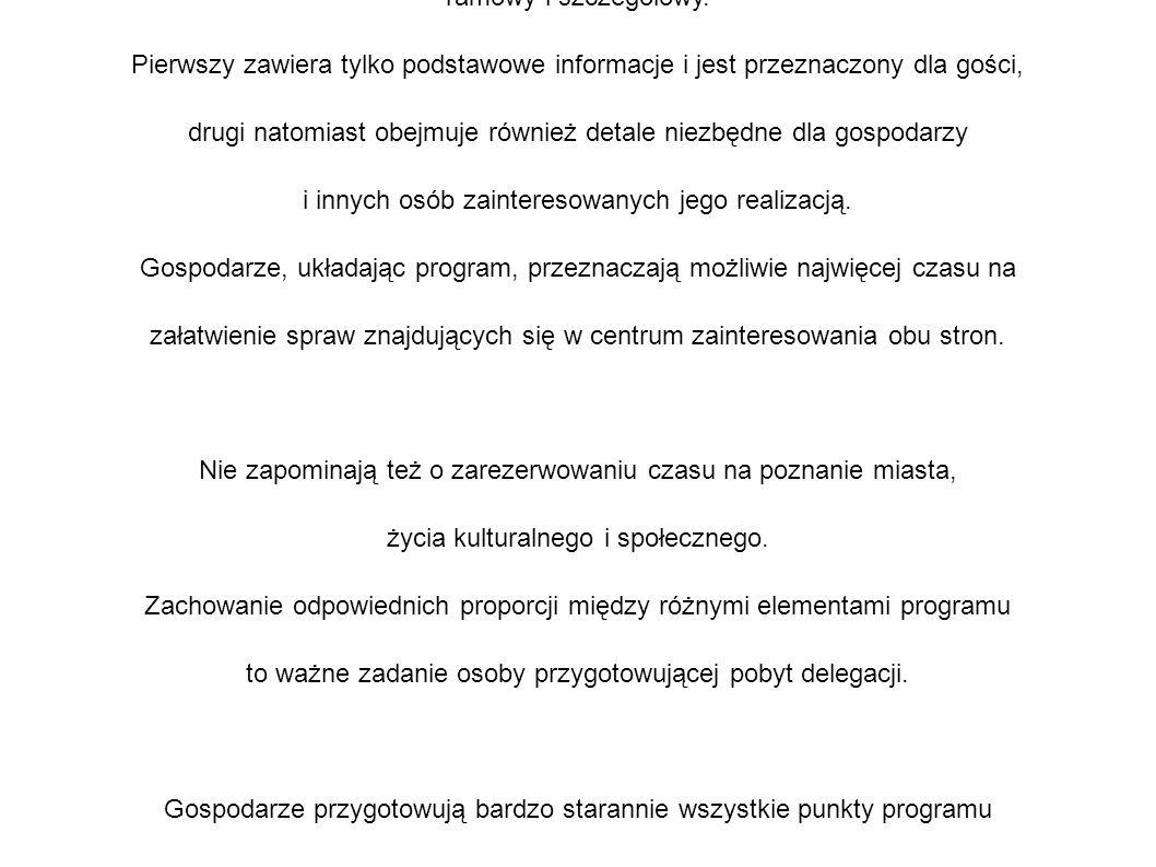 Dość często gospodarze opracowują dwa programy: ramowy i szczegółowy.
