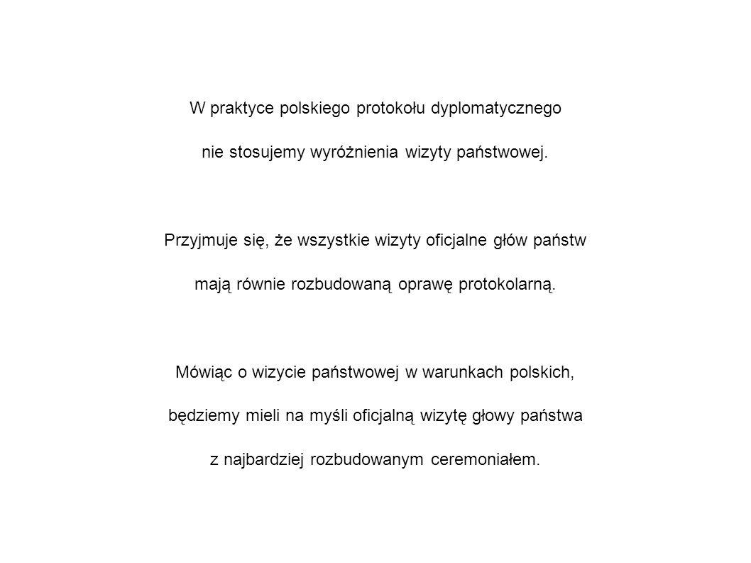 W praktyce polskiego protokołu dyplomatycznego nie stosujemy wyróżnienia wizyty państwowej.