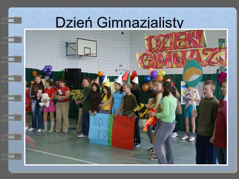 Dzień Gimnazjalisty Natomiast wewnętrzną tradycją jest organizowanie dniu święta edukacji narodowej (14 października) Dnia Gimnazjalisty, podczas którego klasy pierwsze rywalizują ze sobą rozmaitych konkurencjach i grach.