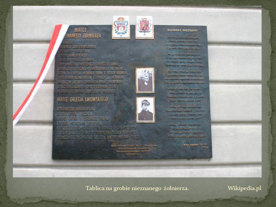 Tablica na grobie nieznanego żołnierza. Wikipedia.pl
