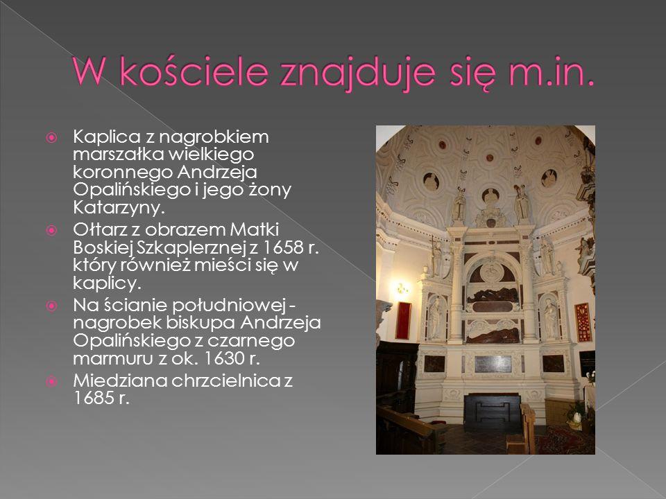  Kaplica z nagrobkiem marszałka wielkiego koronnego Andrzeja Opalińskiego i jego żony Katarzyny .  Ołtarz z obrazem Matki Boskiej Szkaplerznej z 16