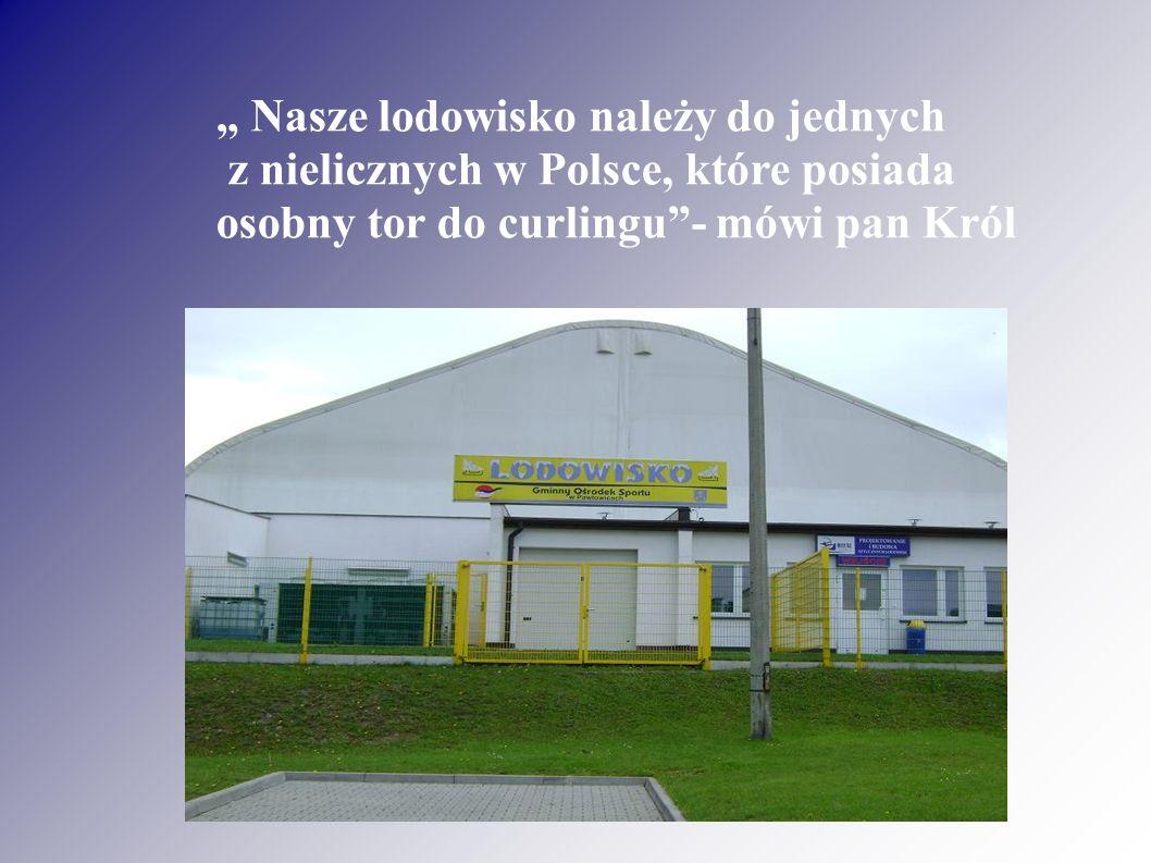 """"""" Nasze lodowisko należy do jednych z nielicznych w Polsce, które posiada osobny tor do curlingu - mówi pan Król"""