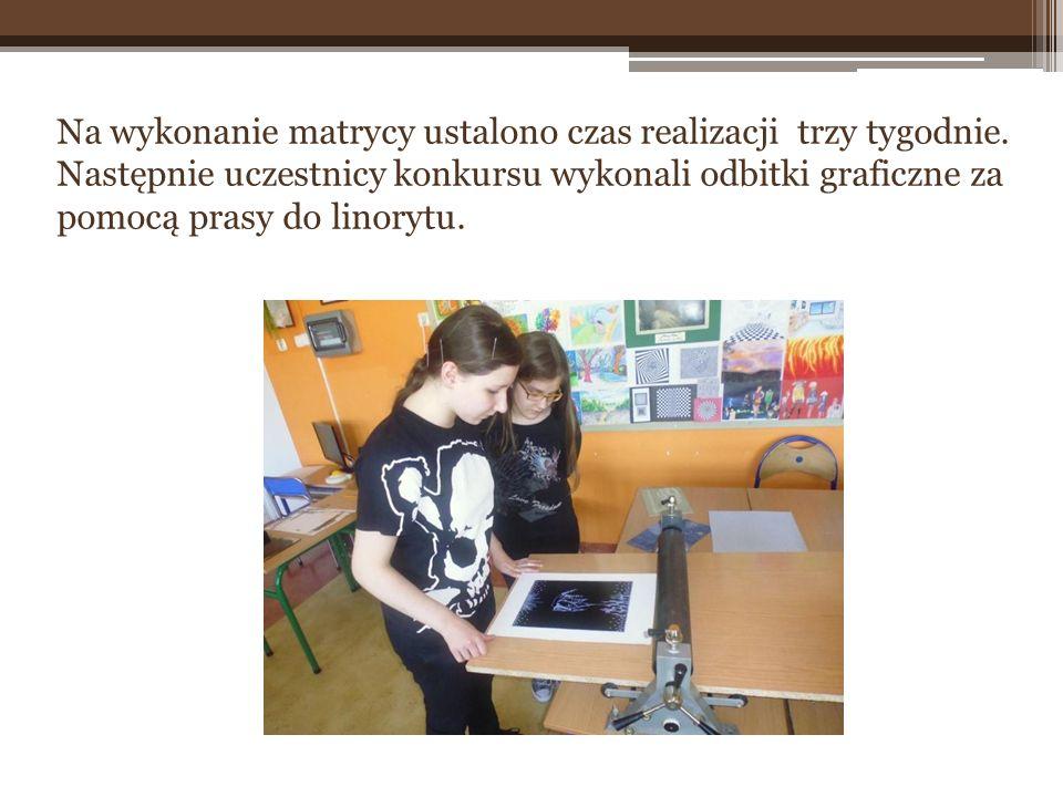 Na wykonanie matrycy ustalono czas realizacji trzy tygodnie. Następnie uczestnicy konkursu wykonali odbitki graficzne za pomocą prasy do linorytu.