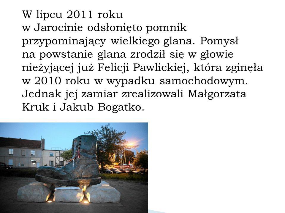 W lipcu 2011 roku w Jarocinie odsłonięto pomnik przypominający wielkiego glana.
