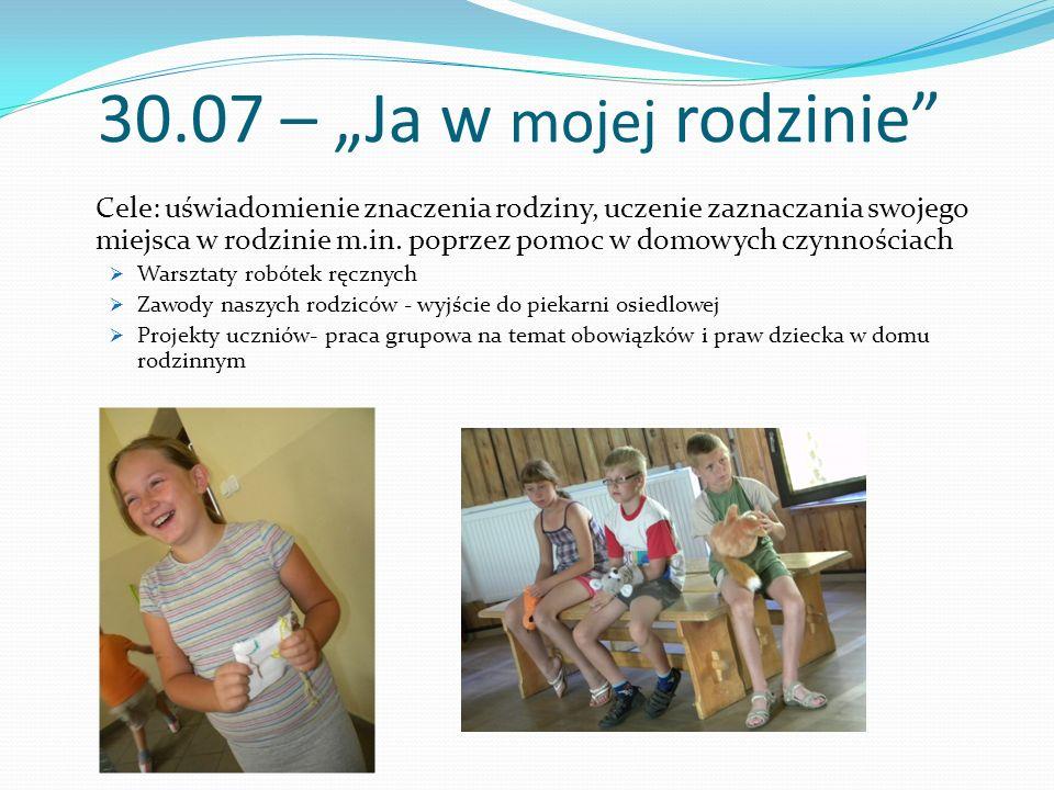 """30.07 – """"Ja w mojej rodzinie"""" Cele: uświadomienie znaczenia rodziny, uczenie zaznaczania swojego miejsca w rodzinie m.in. poprzez pomoc w domowych czy"""