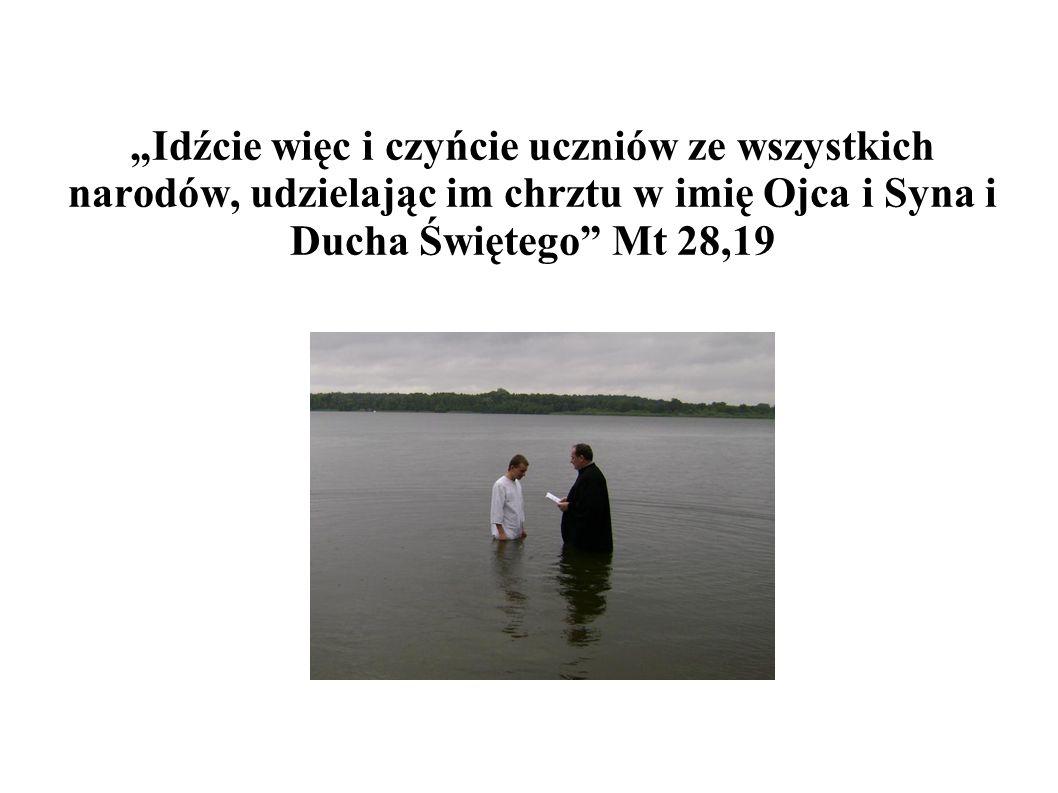"""""""Idźcie więc i czyńcie uczniów ze wszystkich narodów, udzielając im chrztu w imię Ojca i Syna i Ducha Świętego"""" Mt 28,19"""