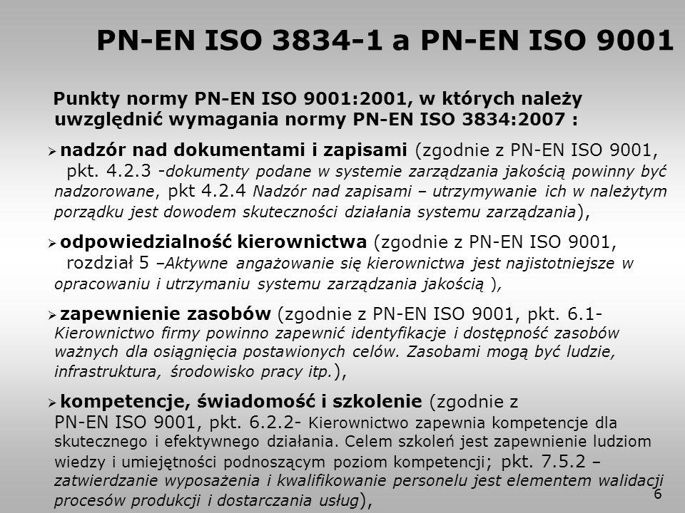 17 5.3 Przegląd techniczny Należy rozpatrzyć następujące wymagania techniczne: a) specyfikacja materiału(-ów) podstawowego(-ych) i własności złączy spawanych; b) jakość i wymagania dotyczące akceptacji spoin; c) położenie, dostępność i kolejność spoin łącznie z dostępnością dla kontroli i badań nieniszczących; d) wykaz technologii spawania, procedur badań nieniszczących i procedur obróbki cieplnej; e) zastosowane podejście do kwalifikowania technologii spawania; f) kwalifikowanie personelu; PN-EN ISO 3834-2