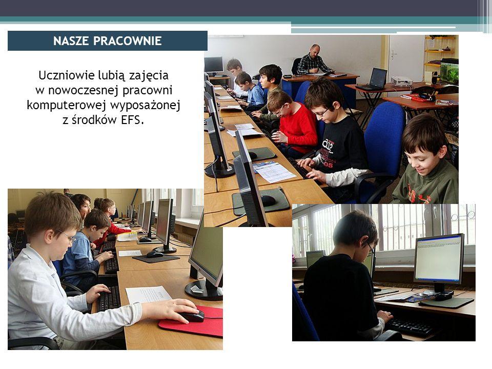 Uczniowie lubią zajęcia w nowoczesnej pracowni komputerowej wyposażonej z środków EFS.