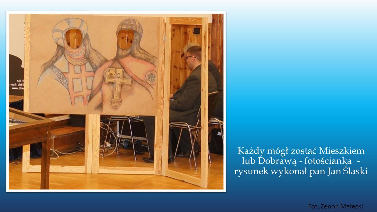 Każdy mógł zostać Mieszkiem lub Dobrawą - fotościanka - rysunek wykonał pan Jan Ślaski Fot. Zenon Małecki