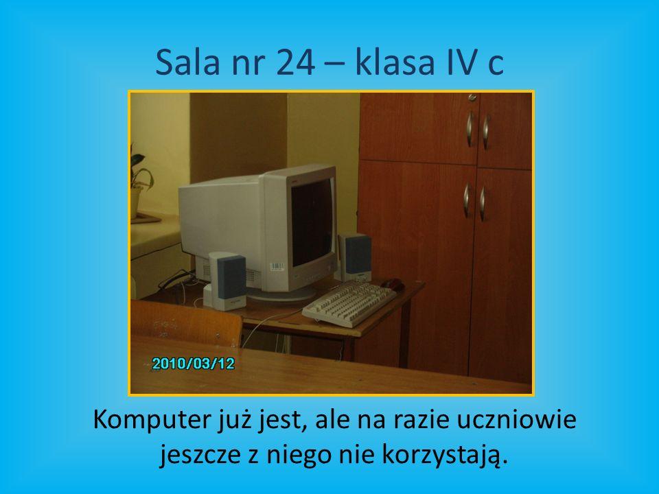 Sala nr 24 – klasa IV c Komputer już jest, ale na razie uczniowie jeszcze z niego nie korzystają.