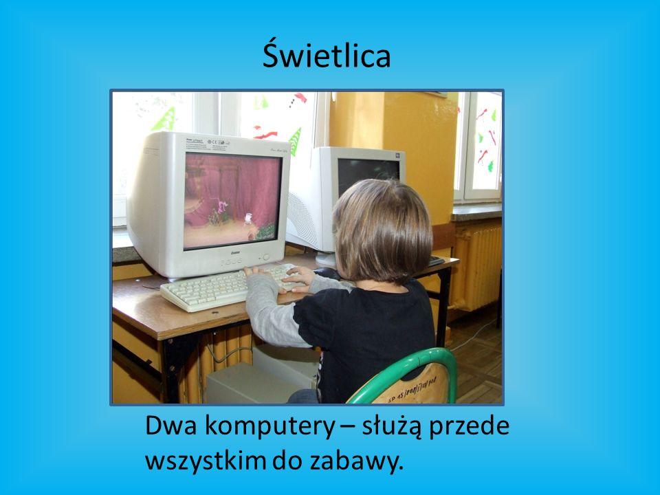 Dwa komputery – służą przede wszystkim do zabawy. Świetlica