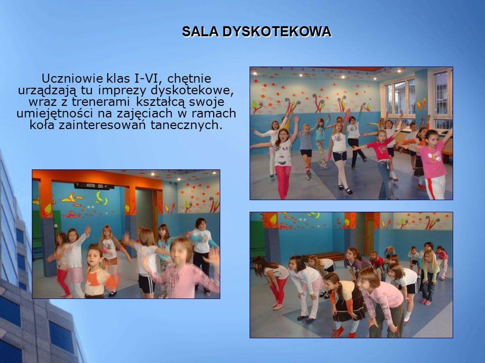 SALA DYSKOTEKOWA Uczniowie klas I-VI, chętnie urządzają tu imprezy dyskotekowe, wraz z trenerami kształcą swoje umiejętności na zajęciach w ramach koła zainteresowań tanecznych.