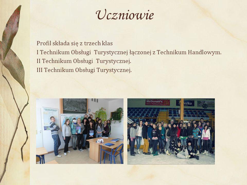 Uczniowie Profil składa się z trzech klas I Technikum Obsługi Turystycznej łączonej z Technikum Handlowym.