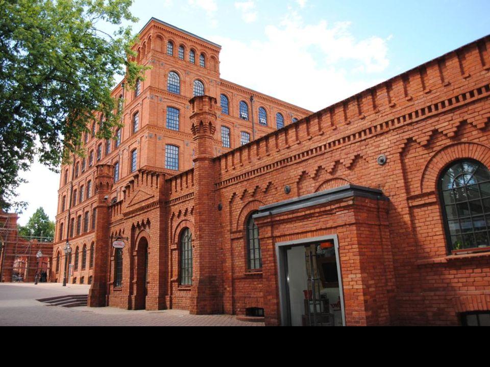 Budowę dużego kompleksu rozpoczęto w 1872 roku.