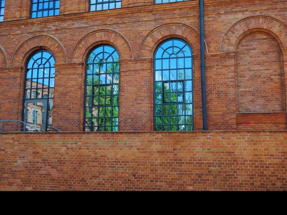Przędzalnia powstała w 1878 roku Budowli zdecydowano nadać cechy neorenesansowe.