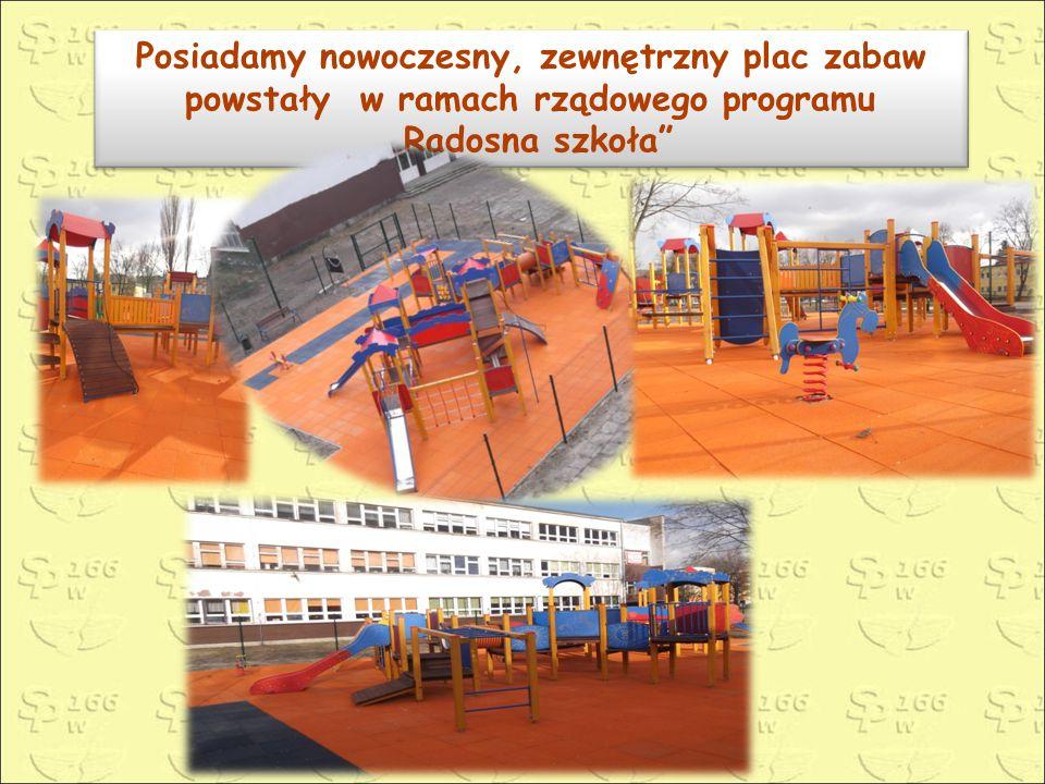 """Posiadamy nowoczesny, zewnętrzny plac zabaw powstały w ramach rządowego programu """"Radosna szkoła"""" Posiadamy nowoczesny, zewnętrzny plac zabaw powstały"""