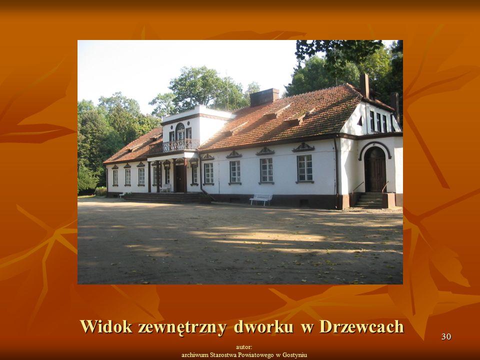 30 autor: archiwum Starostwa Powiatowego w Gostyniu Widok zewnętrzny dworku w Drzewcach