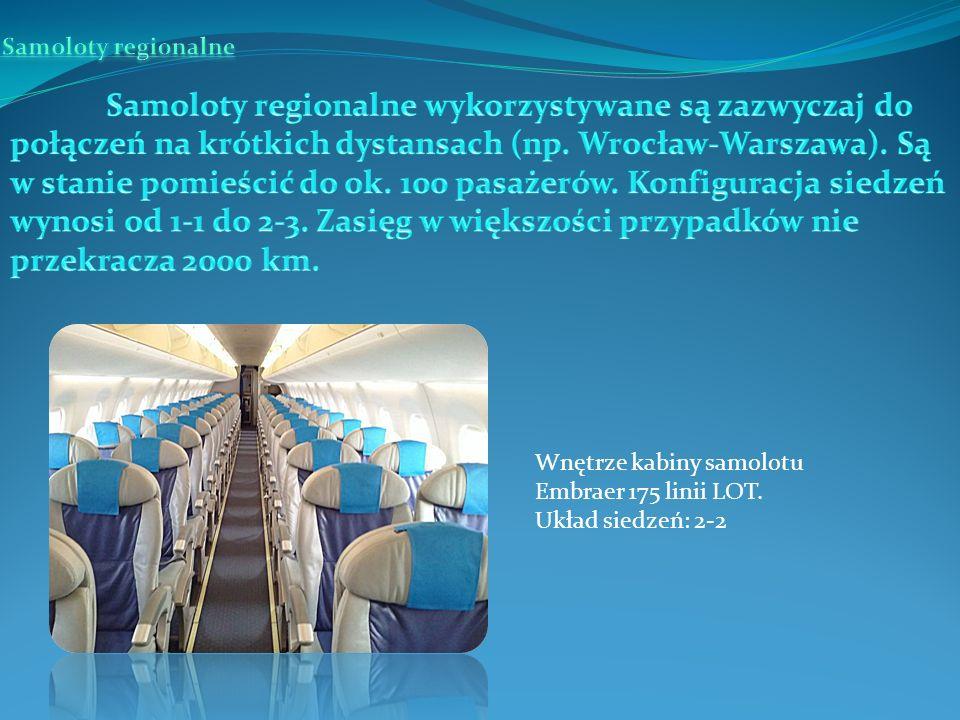 Wnętrze kabiny samolotu Embraer 175 linii LOT. Układ siedzeń: 2-2