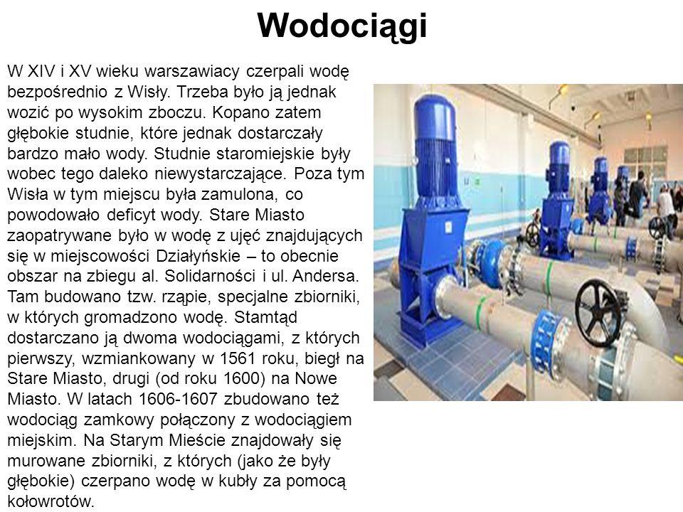 W XIV i XV wieku warszawiacy czerpali wodę bezpośrednio z Wisły. Trzeba było ją jednak wozić po wysokim zboczu. Kopano zatem głębokie studnie, które j