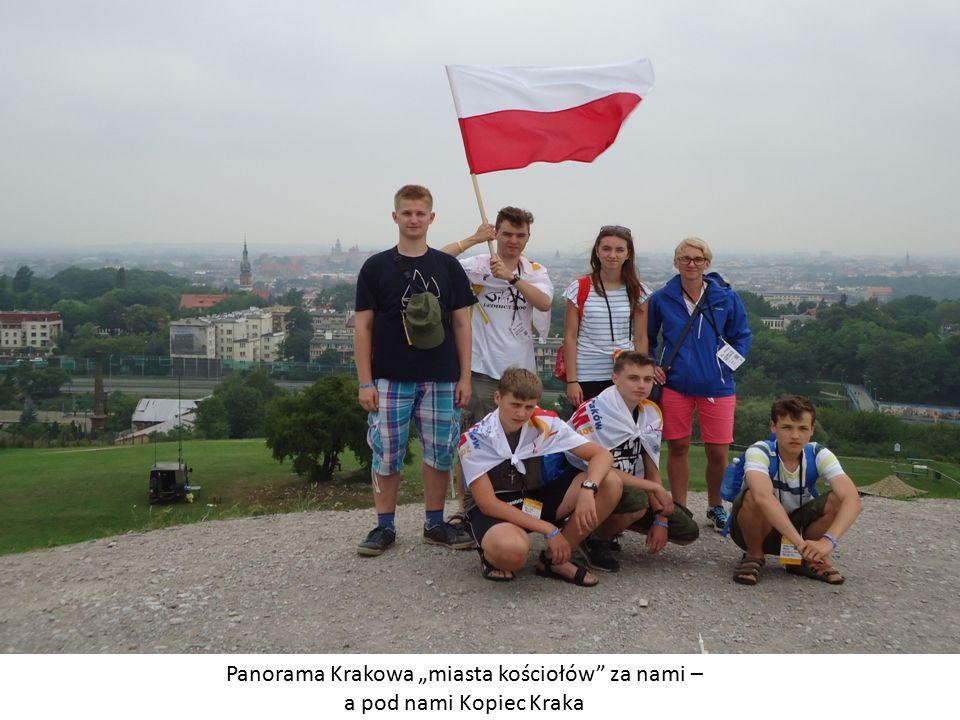 """Panorama Krakowa """"miasta kościołów za nami – a pod nami Kopiec Kraka"""