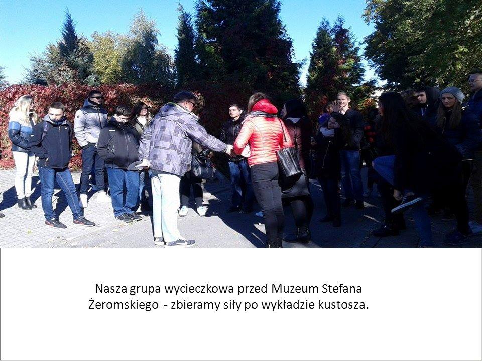 Nasza grupa wycieczkowa przed Muzeum Stefana Żeromskiego - zbieramy siły po wykładzie kustosza.