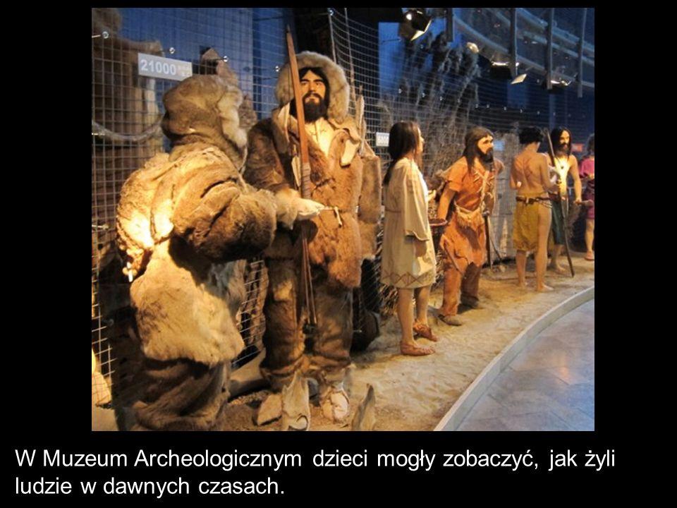 W Muzeum Archeologicznym dzieci mogły zobaczyć, jak żyli ludzie w dawnych czasach.