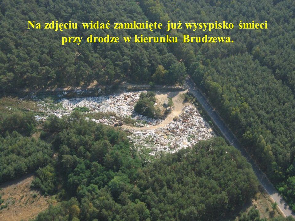 Na zdjęciu widać zamknięte już wysypisko śmieci przy drodze w kierunku Brudzewa.