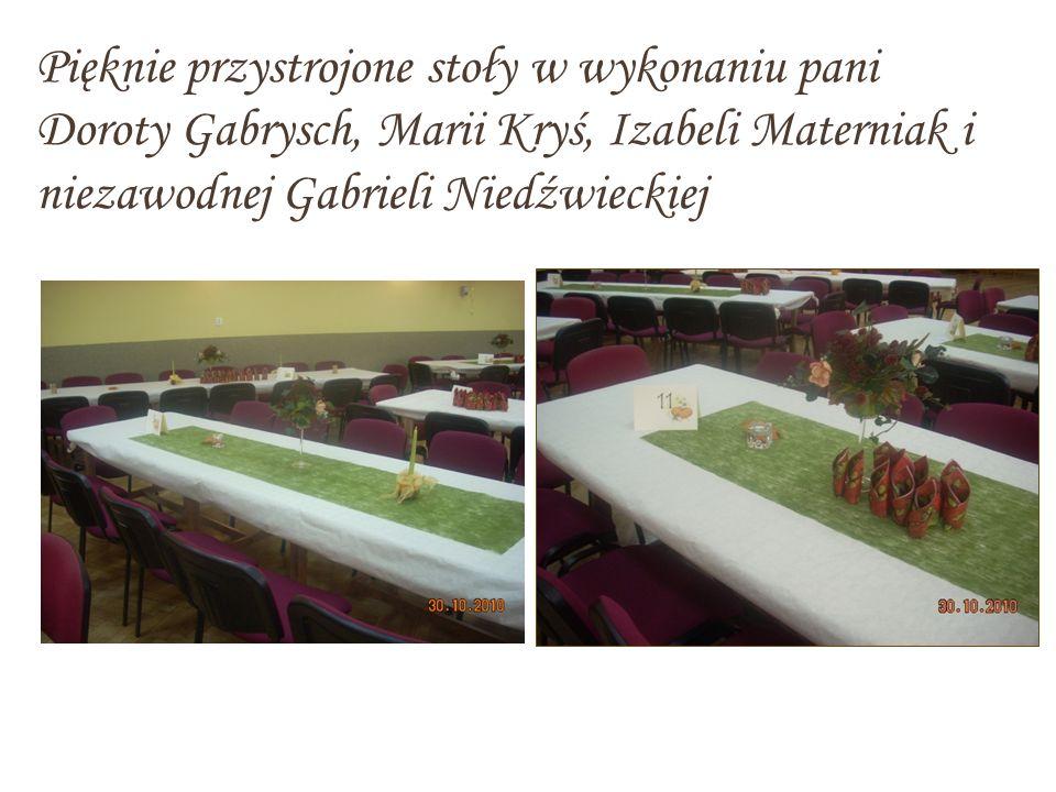 Pięknie przystrojone stoły w wykonaniu pani Doroty Gabrysch, Marii Kryś, Izabeli Materniak i niezawodnej Gabrieli Niedźwieckiej
