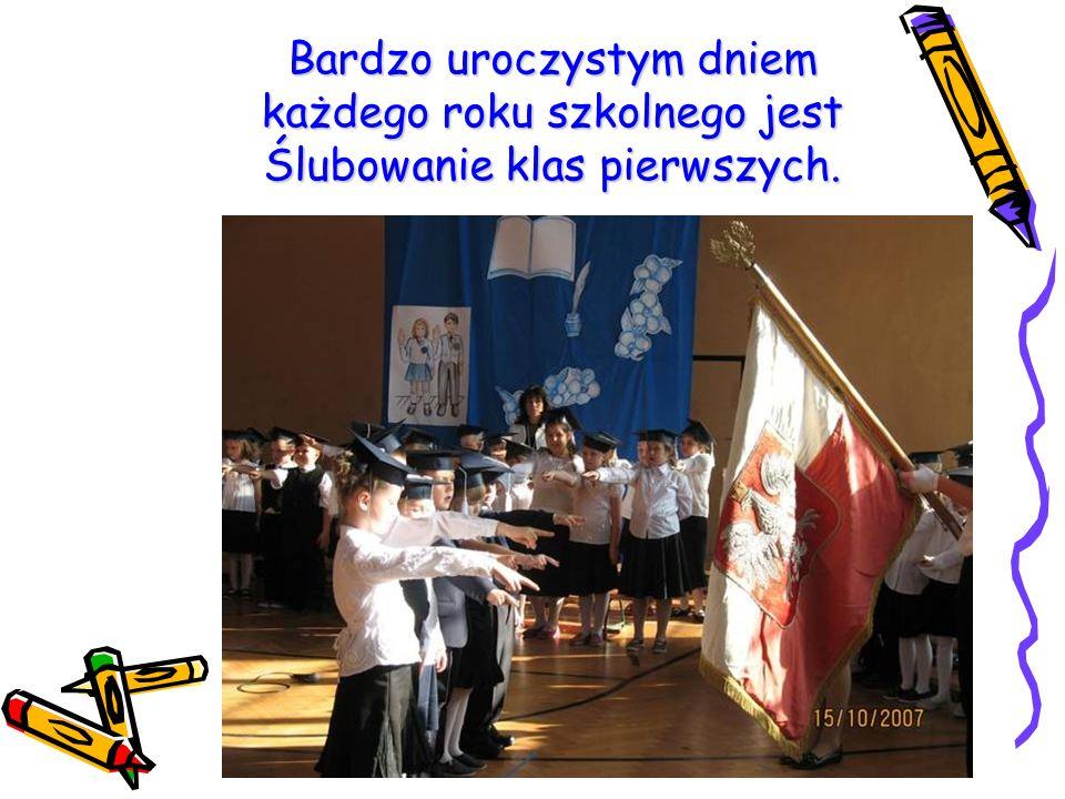 Bardzo uroczystym dniem każdego roku szkolnego jest Ślubowanie klas pierwszych.