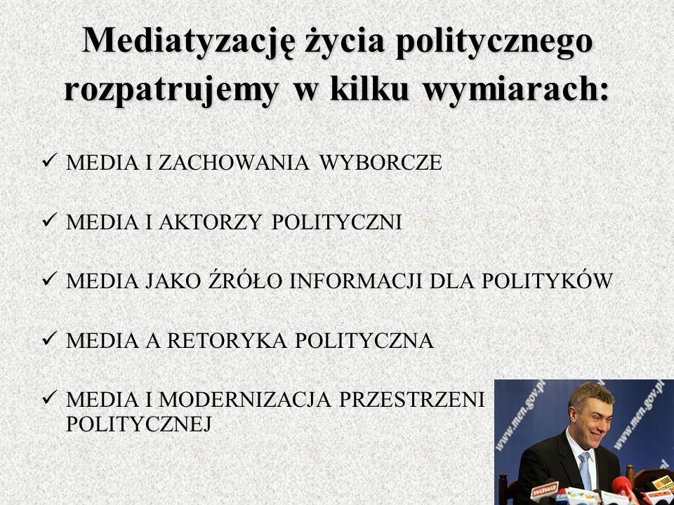Mediatyzacja polityki W dzisiejszym świecie rola mediów masowych wzrosła do rangi potężnego i aktywnego aktora politycznego, który kreuje własne przek